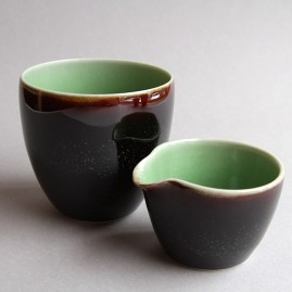 Handless cup and pourer